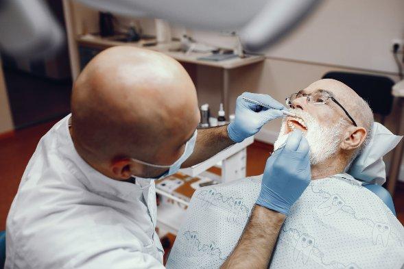 Implante dentário: como oferecer esse tratamento